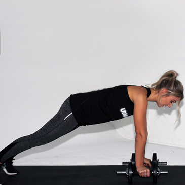 Fitness model performing a renegade row